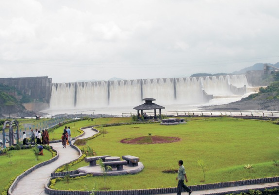 controversies surrounding the sardar sarovar dam Controversy related to narmada dam for people who would like to see the sardar sarovar dam and its surrounding dam narmada river starts its.