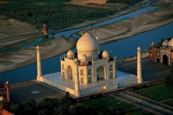 How To Reach Taj Mahal From Mumbai by Train, Bus, Air, Car, Road