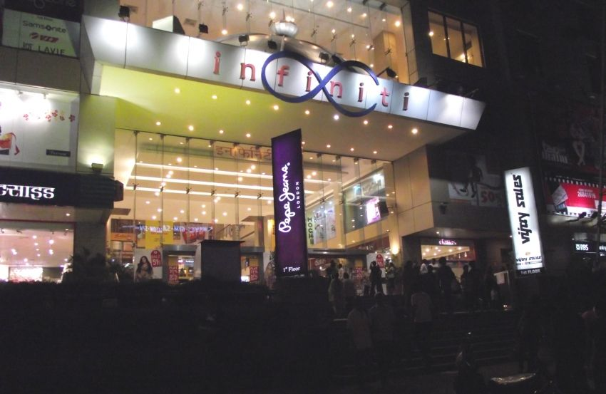best and biggest shopping malls in mumbai for shopping tour