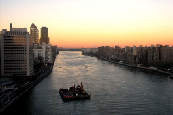 Roosevelt Island Tram, Manhattan Sunset in NYC
