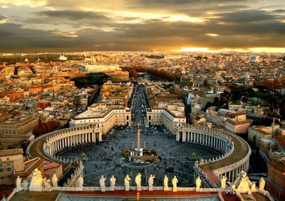 8 Popular City Squares Around the Europe
