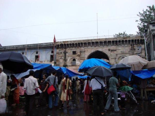 Lal Darwaja Ahmedabad : My favorite shopping destination in Ahmedabad