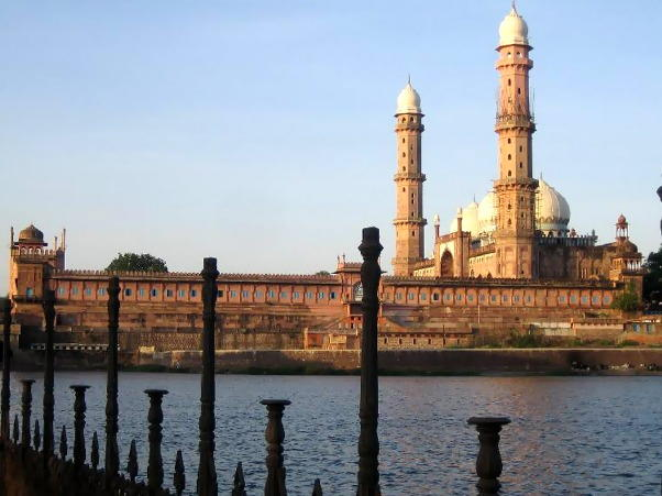 5 Most Beautiful Mosques in India Everyone Should Visit
