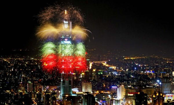 New Years Eve Fireworks in Taipei 101