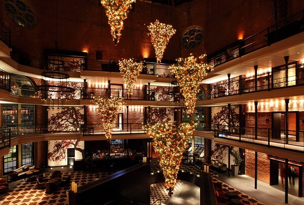 6 Best Hotels in America for Christmas Decorations and Celebrations