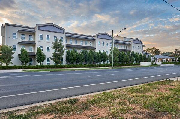 International Hotel Wagga Wagga, Lake Albert Road