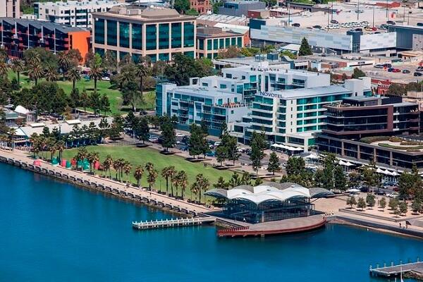 Novotel Geelong, Eastern Beach Road