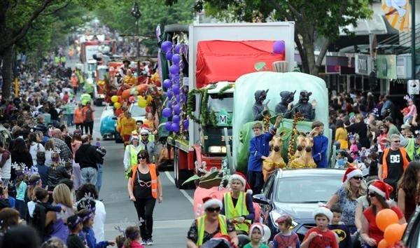 Christmas Parade in Dunedin