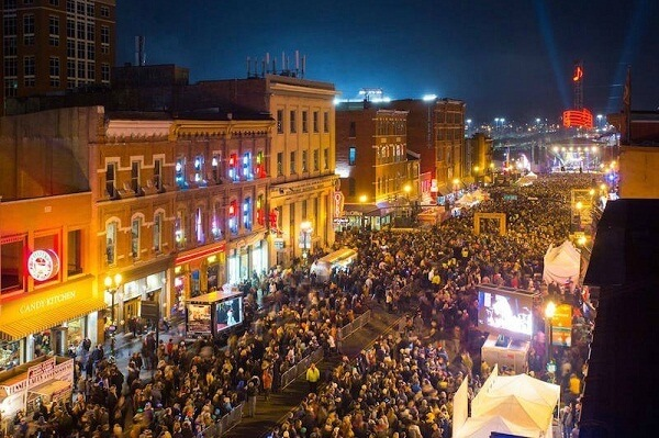 10 Fun and Best Southern Cities for New Year's Eve 2020 [Destinations]