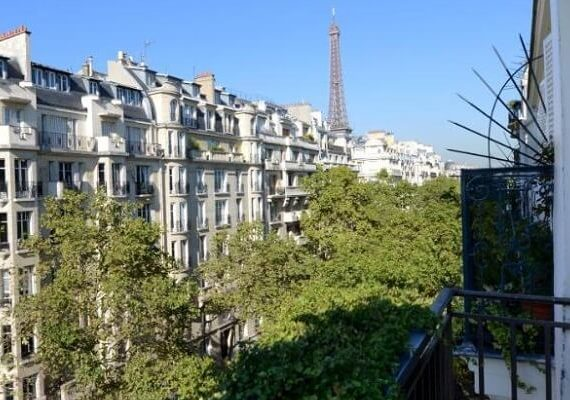 8 Best Hotels to Stay and Celebrate Paris New Years Eve 2020