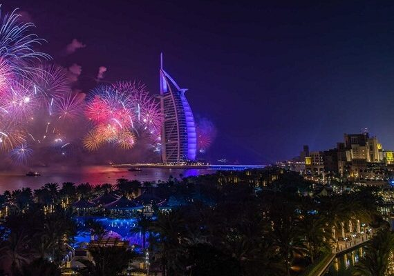 15 World's Best Hotels for New Years Eve 2020 Fireworks [Lifetime Experience]